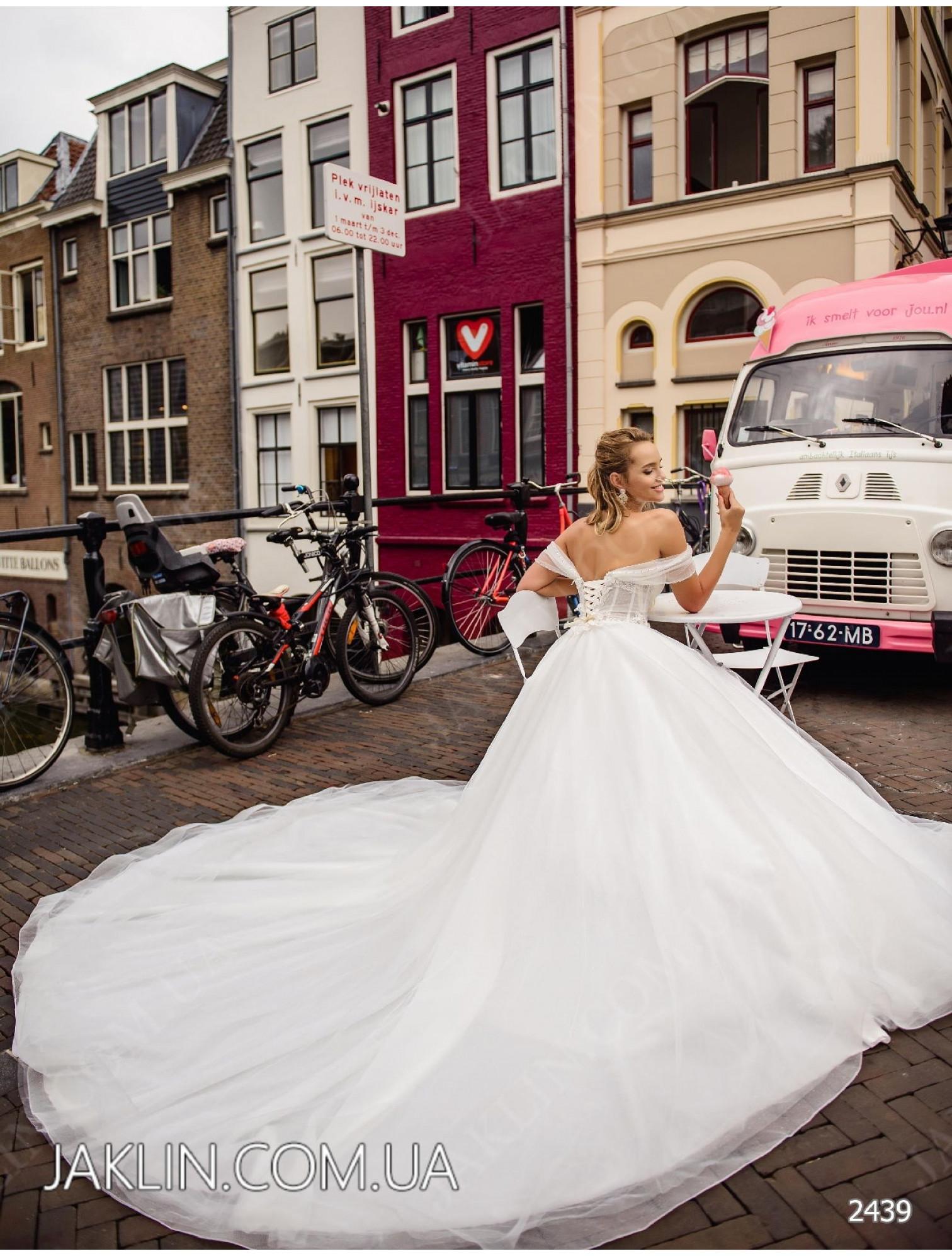 Wedding dress 2439