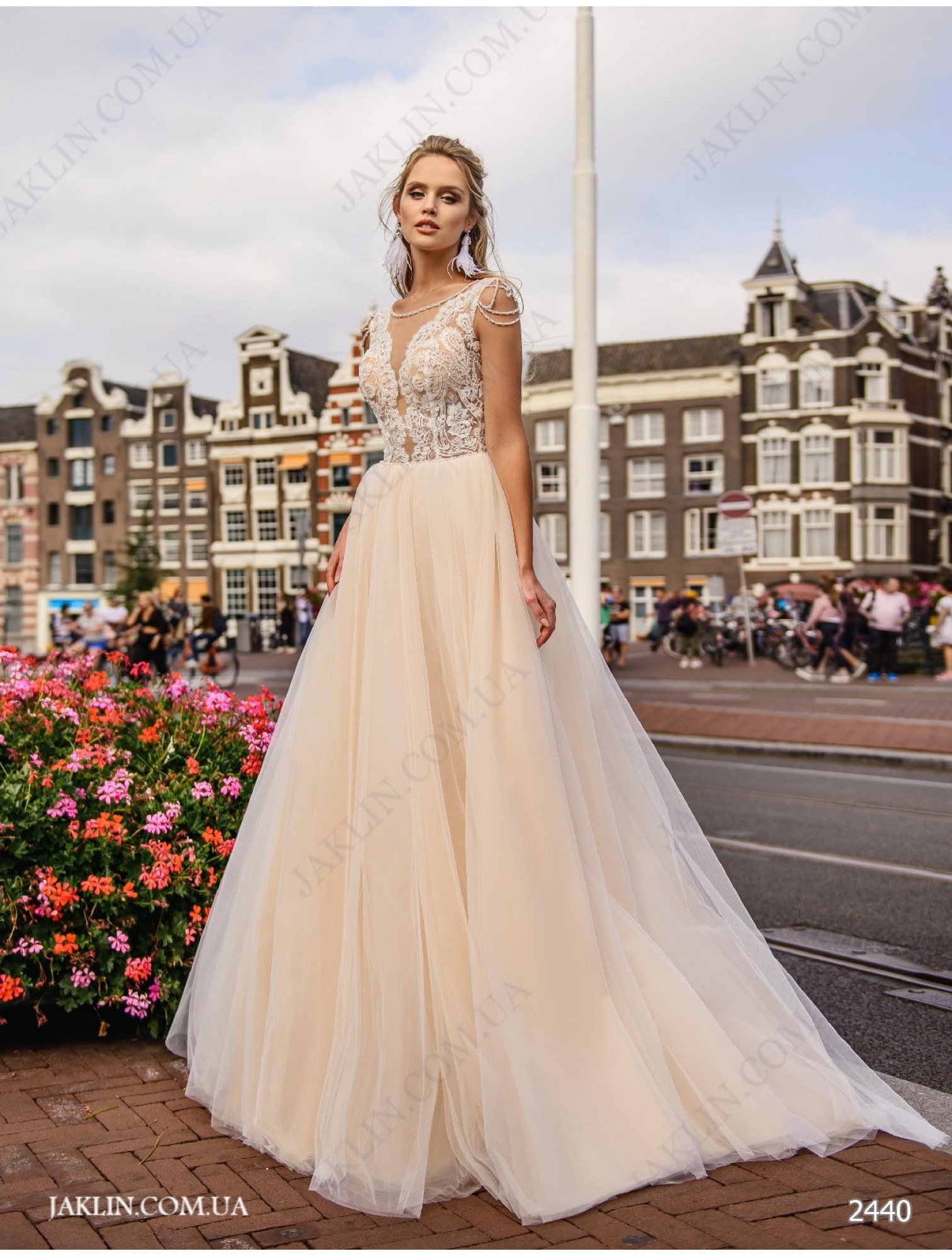 Wedding dress 2440
