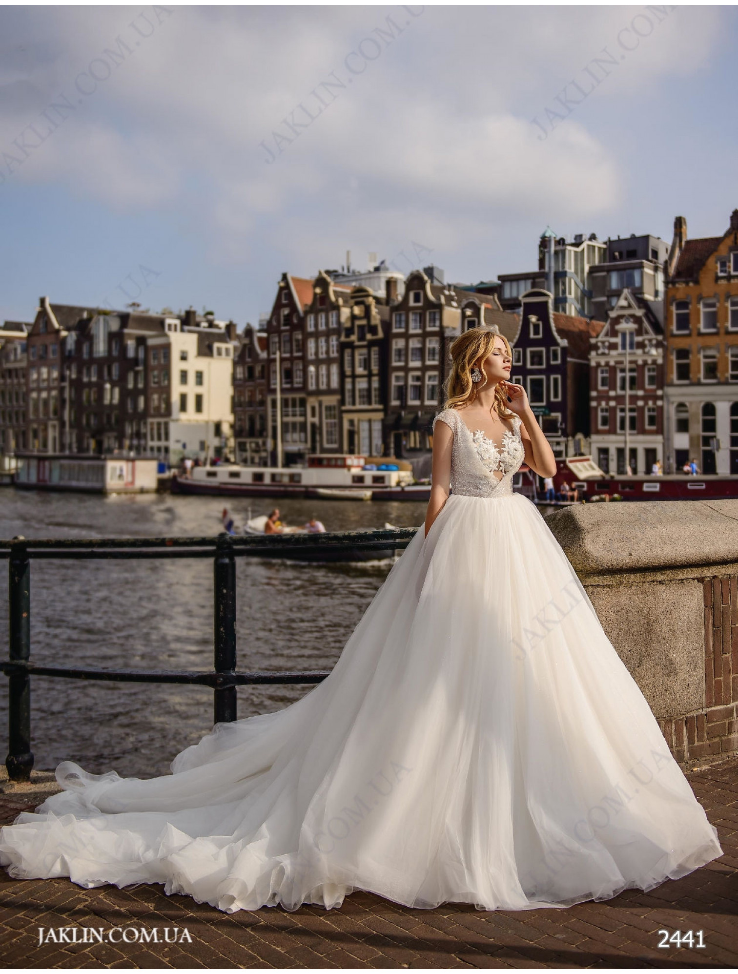 Wedding dress 2441