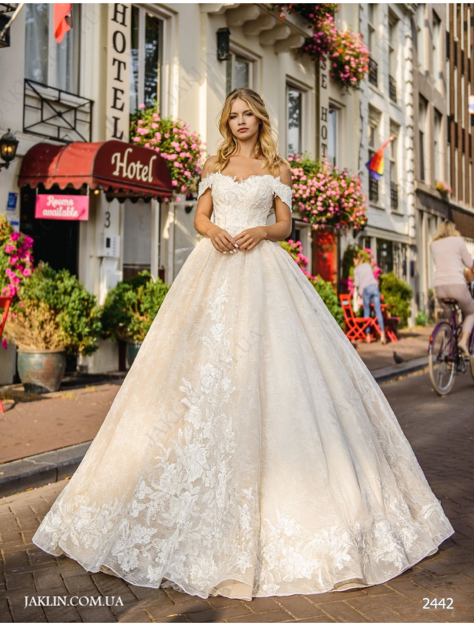 Wedding dress 2442