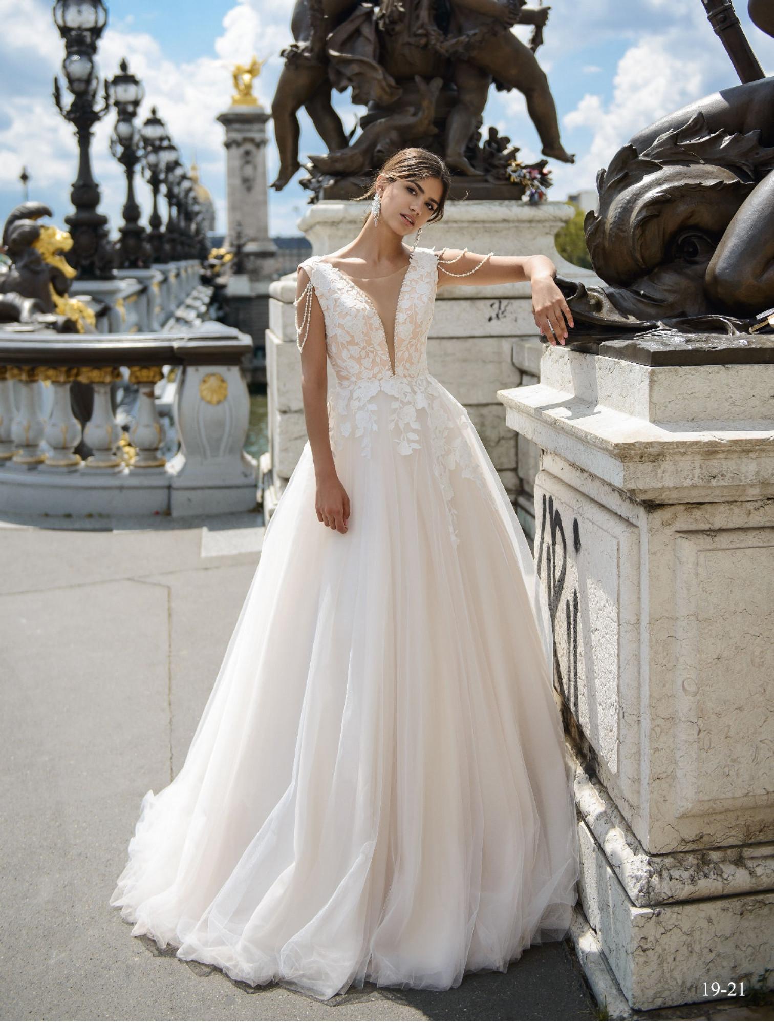 Wedding dress 19-21