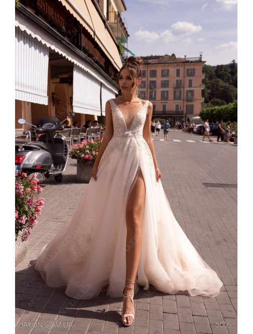 Wedding dress 5005