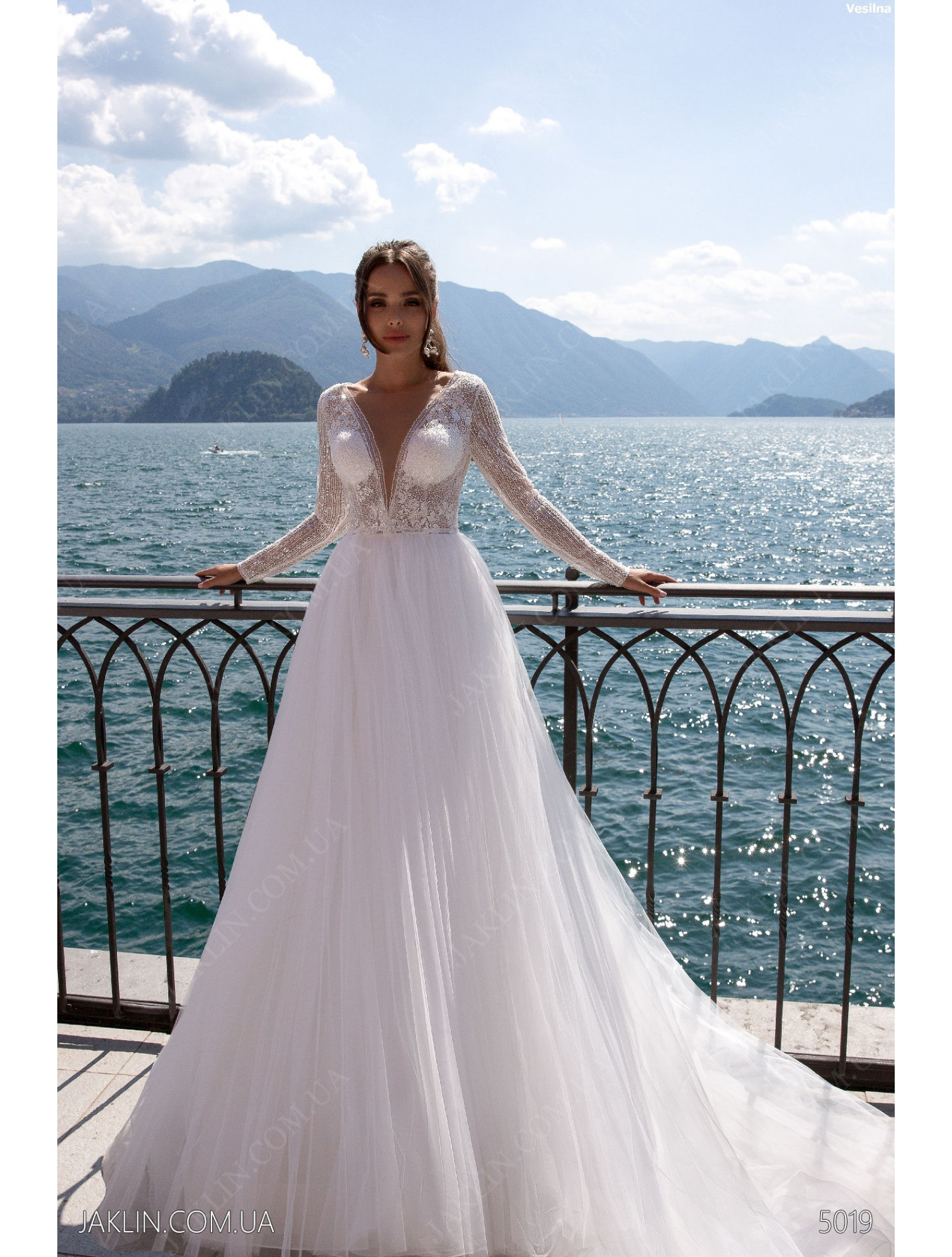 Wedding dress 5019