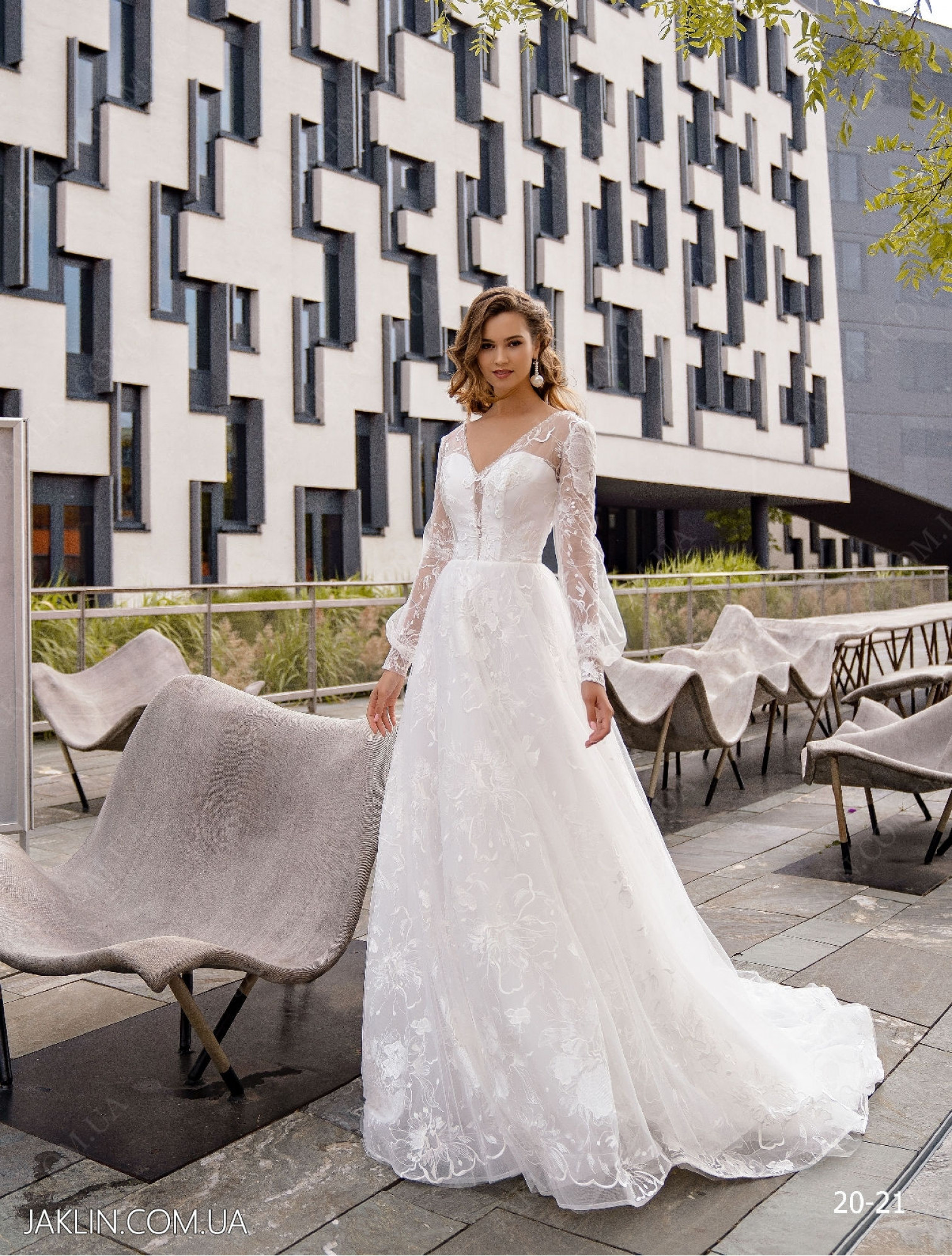 Wedding dress 20-21