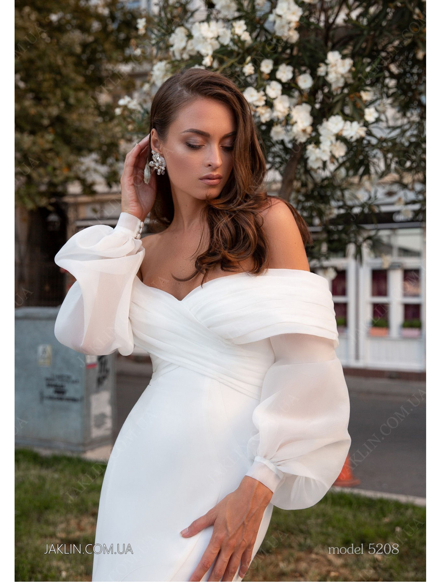 Wedding dress 5208