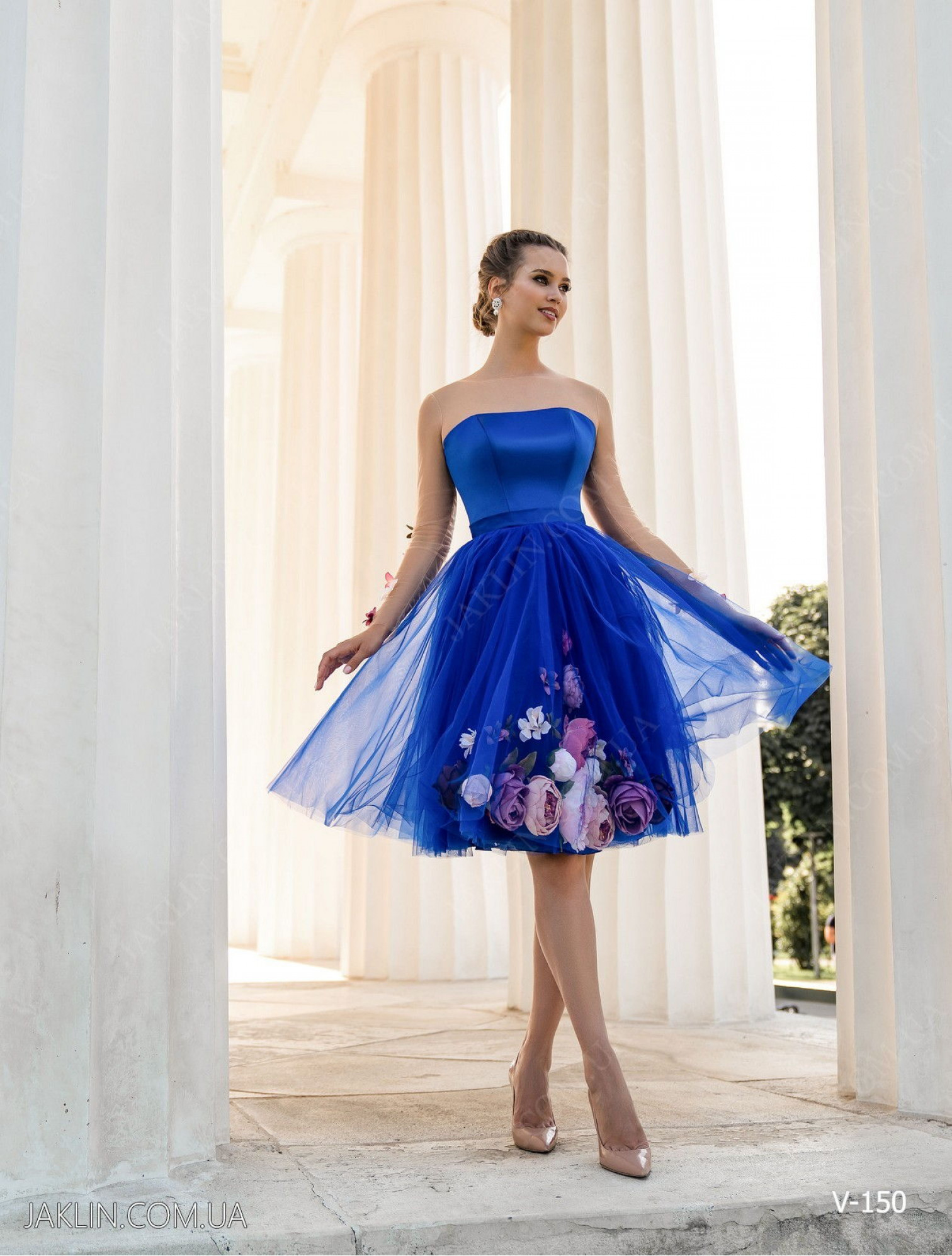 Evening dress V-150